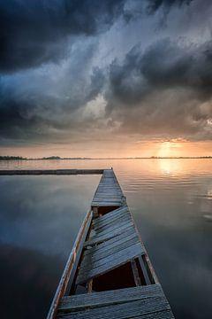 Onweerswolken boven het Schildmeer in Groningen van Bas Meelker