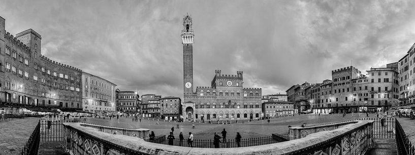 Siena - Piazza del Campo - B&W van Teun Ruijters
