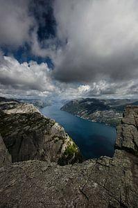 Lysefjord vanaf de Preikestolen in Noorwegen
