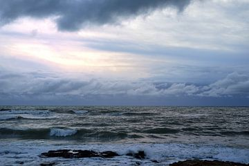 Dramatische zonsondergang aan de Middellandse Zee van Ulrike Leone