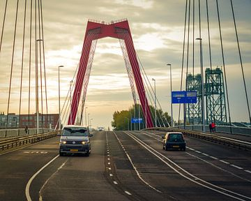 Zonsopkomst Willemsbrug Rotterdam van Paul Poot