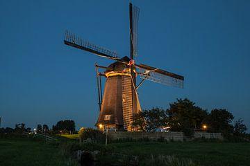 Verlichte molens Kinderdijk #2 van John Ouwens