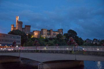 Kasteel van Inverness in de avond schemering von Cilia Brandts