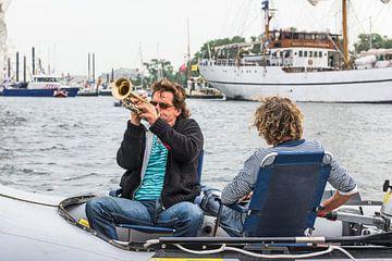 Gezelligheid op het IJ tijdens SAIL AMSTERDAM 2015 van Renzo Gerritsen