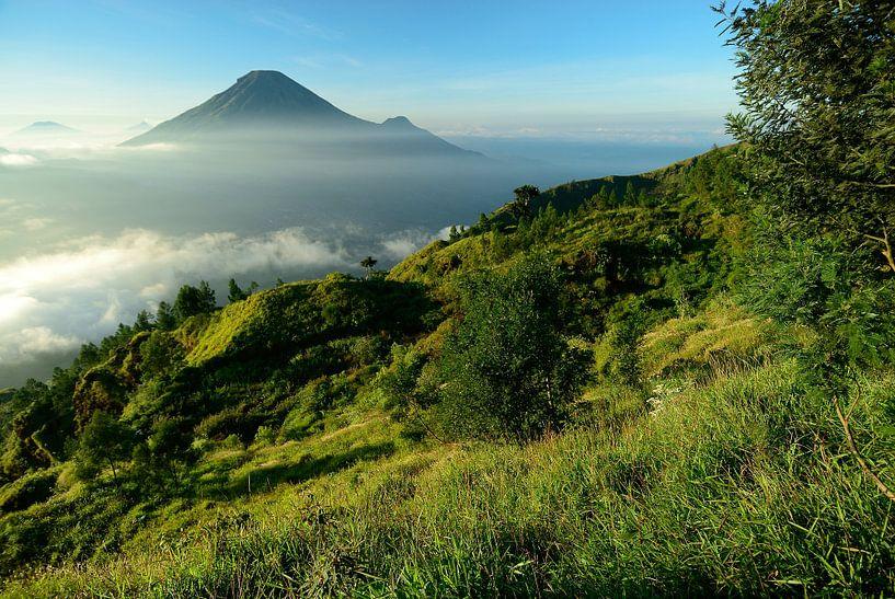 Dieng-vulkaancomplex op Midden-Java in Indonesie van Merijn van der Vliet