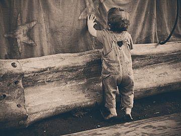 Kind met zeesterren van Judith Robben