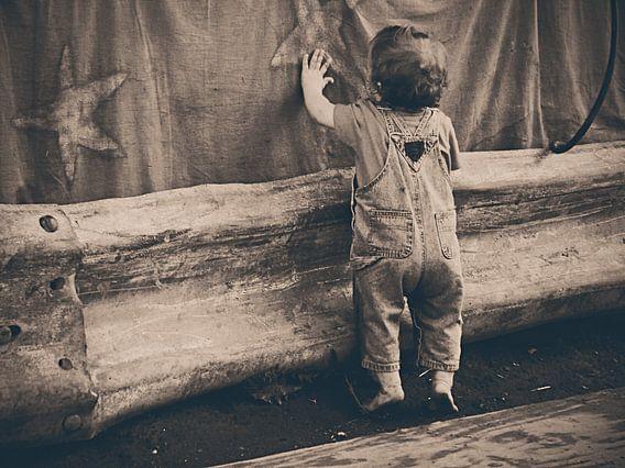Kind met zeesterren