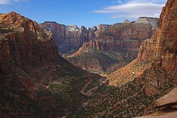 Ansichten des Zion-Nationalparks vom Canyon Overlook Trail aus, Amerika von Discover Dutch Nature