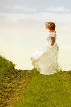 Braut auf dem Deich von marleen brauers