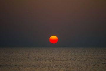 Heldere zonsondergang van