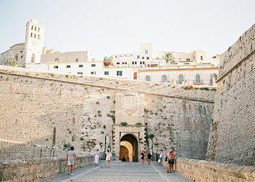 Ibiza stad toegangspoort | Analoge reisfotografie op print | Moderne muurkunst gemaakt in Ibiza, Spa van
