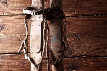 oude houten ski's van Jürgen Wiesler