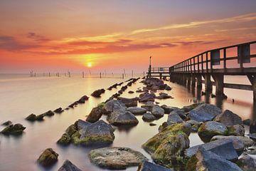 Haveningang Edam Volendam bij zonsopkomst sur John Leeninga