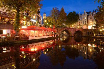 Oudegracht in Utrecht tussen Jansbrug en Bakkerbrug von Donker Utrecht