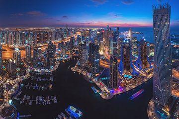 Dubai Marina Skyline Blaue Stunde von Jean Claude Castor