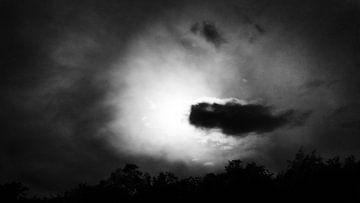 Volle Maan achter de wolk van Cor Ritmeester