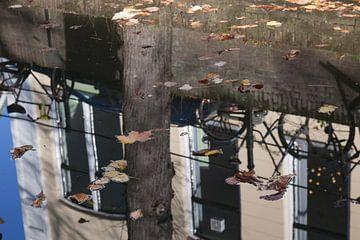 Spiegeling in de Oude Gracht van Utrecht 1 van