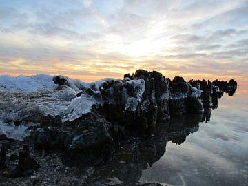 Zonsondergang achter de pier sur Froukje Hobma