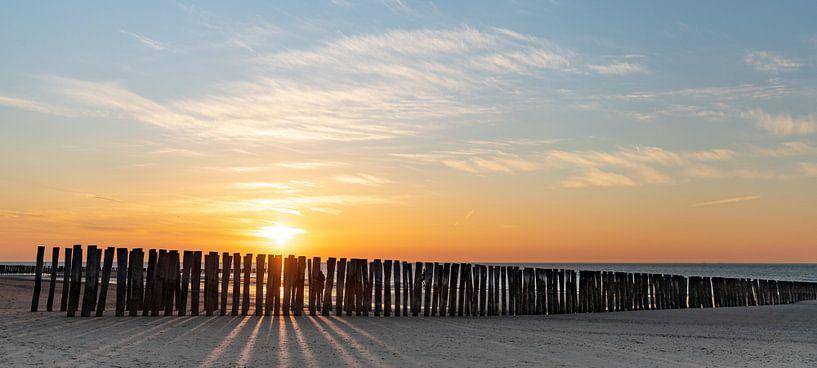 Strand bij ondergaande zon van Percy's fotografie