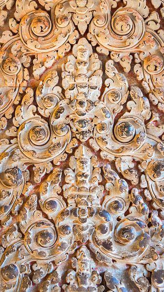 Detail van beeldhouwwerk in de tempel, Cambodja van Rietje Bulthuis