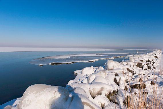 Winter in Nederland langs de Dijken van Brian Morgan