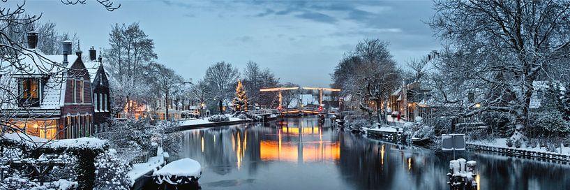 Beleuchteter Weihnachtsbaum und Zugbrücke über die Vecht in Vreeland von Frans Lemmens
