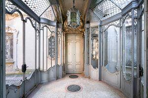 Verlassenes neoklassizistisches Zimmer.