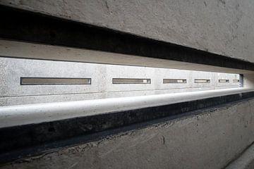rechteckiger Schlitz in einer Betonwand. von FHoo