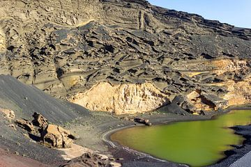 Lagune mit grünem Wasser auf Lanzarote von Reiner Conrad