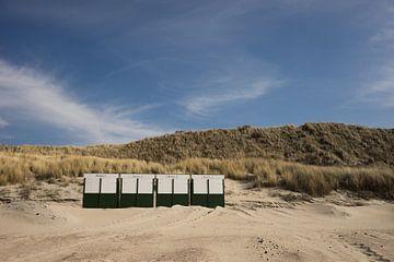 strandhuisjes op het strand in Zeeland van Marja van Noort