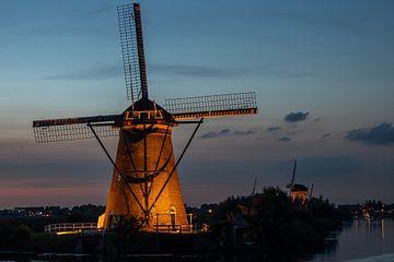 Verlichte molen bij Kinderdijk van Bert van Wijk
