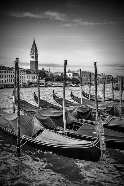 VENICE Grand Canal and St Mark's Campanile black/white van Melanie Viola