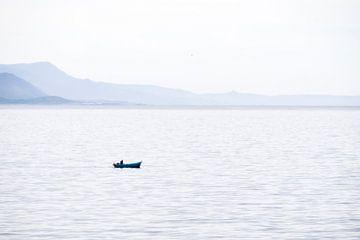 Fisherman in Fisterra, Portugal van Johan Pape
