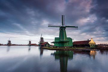 Windmolens op de Zaanse Schans bij zonsopkomst van Marcel Blijleven