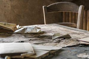 Urbex Viron tafel en stoel van