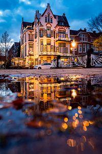 Jugendstil hotel in de avond