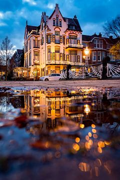 Jugendstil hotel in de avond van