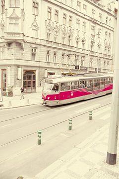 Prag - Alte Straßenbahn von Wout van den Berg