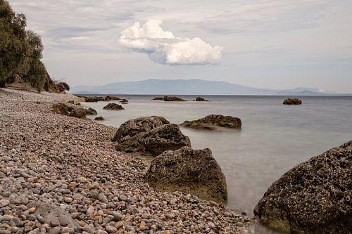 Kustlijn in Griekenland van Miranda van Hulst