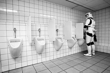 Stormtrooper in het toilet van Gerrit de Heus