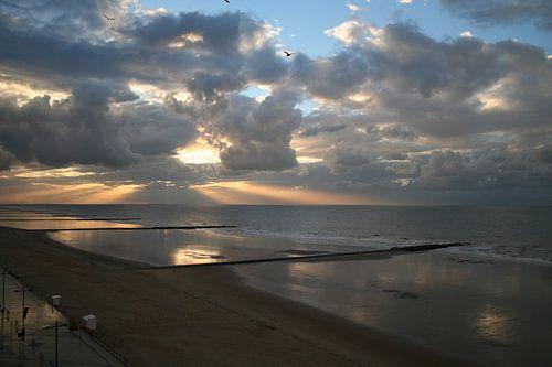 Lichtspel tussen zon en wolken van
