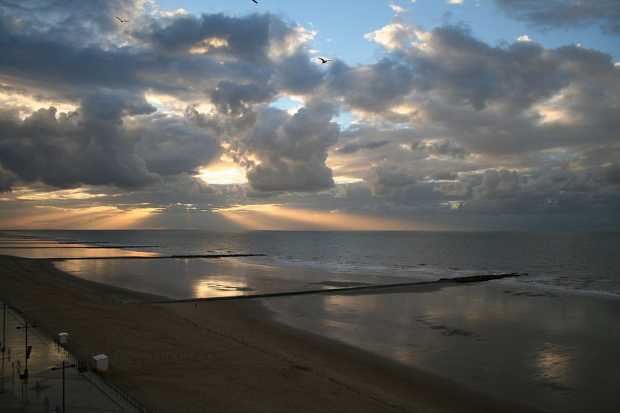 Lichtspel tussen zon en wolken