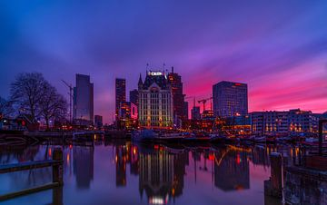 Oude haven Rotterdam, tijdens zonsondergang van Rob Bout