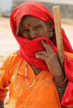 Old woman in India von Gert-Jan Siesling
