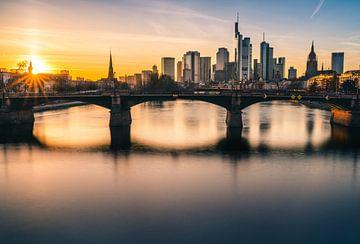 Skyline Frankfurt zum Sonnenuntergang von Christian Klös