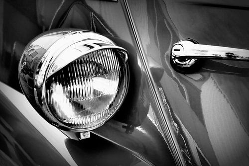 Headlight of the BMW Isetta