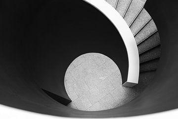 Dynamische trap in museum Berardo Portugal van Laura van Hulten