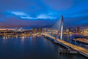 Rotterdam skyline tijdens zonsondergang van