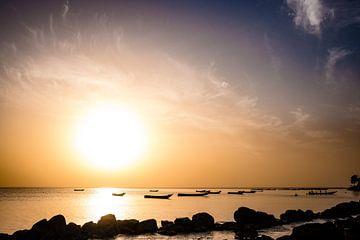 Zonsondergang Saly, Senegal 2019 van Babet Trommelen