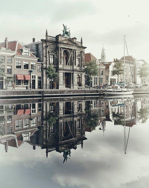 Haarlem: Teylers Museum in de ochtend. van Olaf Kramer